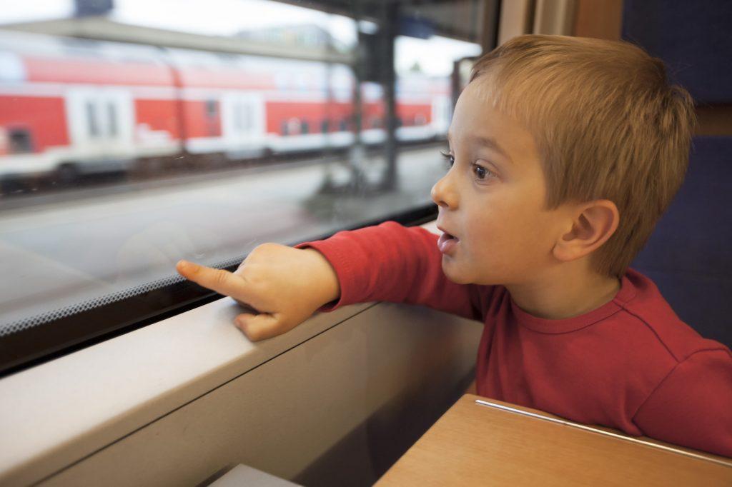 Migliori passatempi per bambini in treno