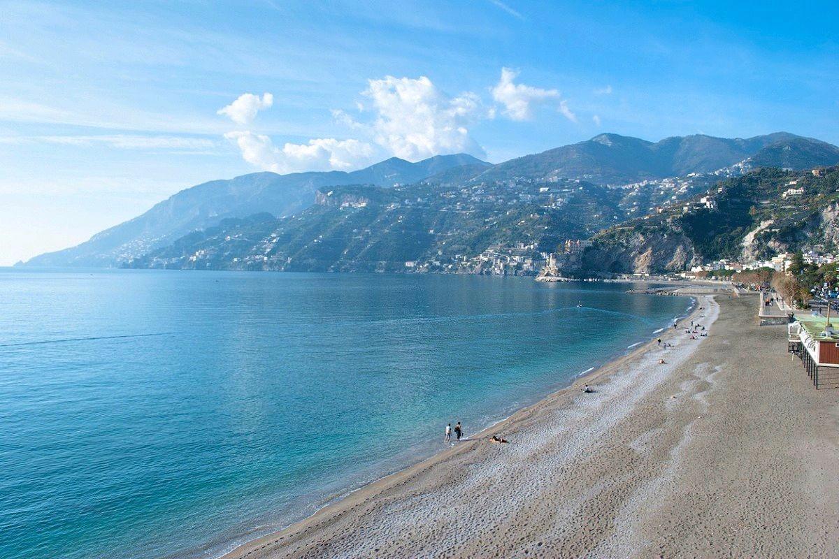 paesi più belli della costiera amalfitana maiori spiaggia