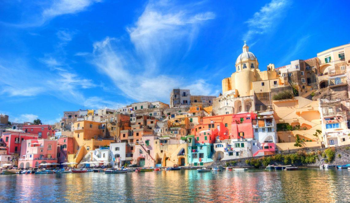 Isola di Procida: spiagge da sogno e colori al largo di Napoli
