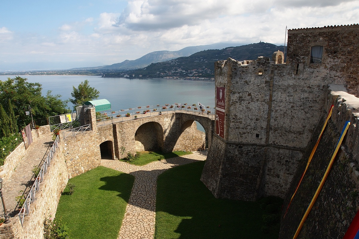 castello agropoli paul barker hemings via flickr