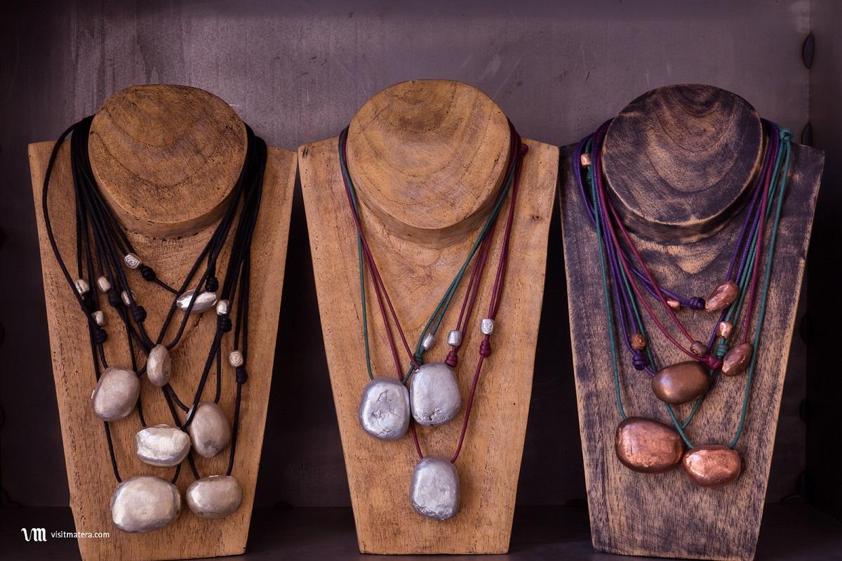 artigianato tipico a matera elisa e janna gioielli scultura