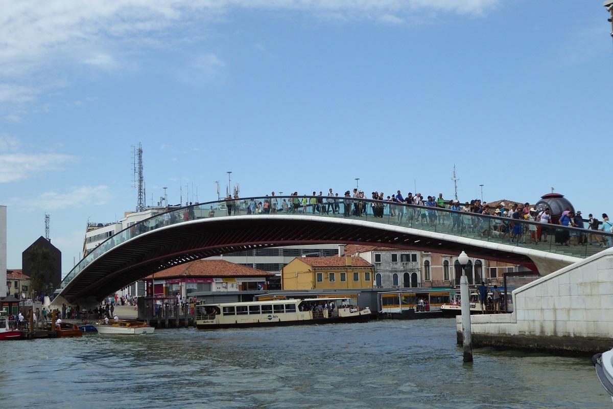 venezia santa lucia_Ponte_Costituzione_wikimedia commons