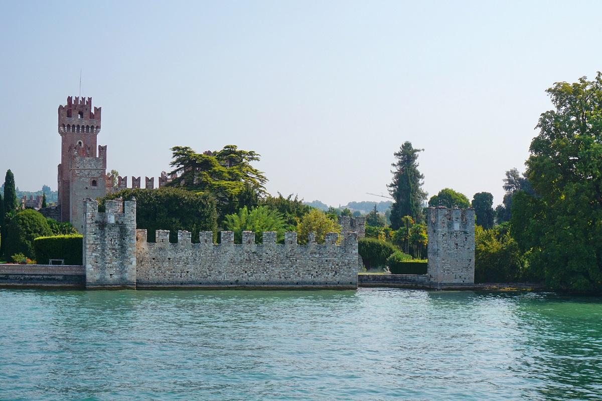 Da Peschiera fino a Bardolino idee green weekend - Castello di Lazise