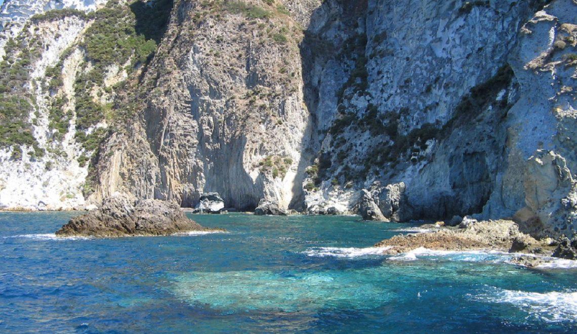 Vacanze-a-Ponza-come-arrivare-e-cosa-fare-nell'isola-pontina - mare