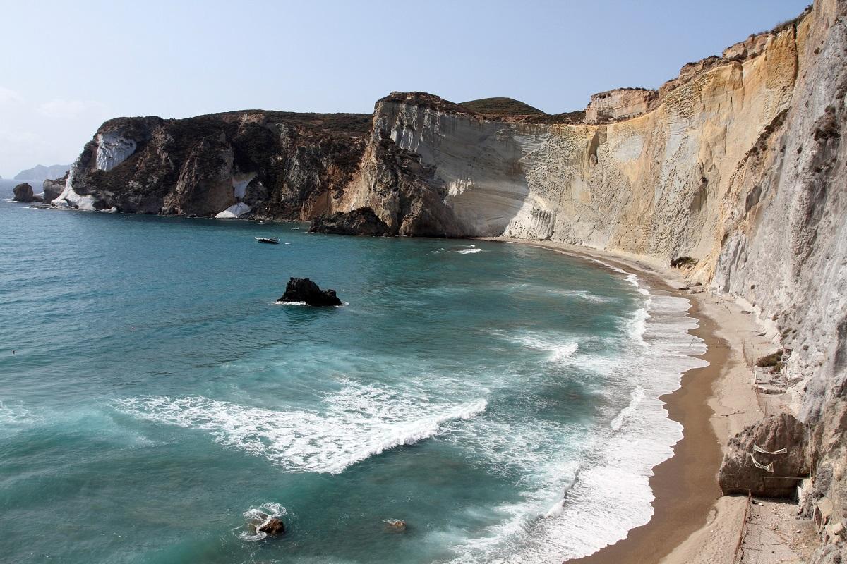 Vacanze-a-Ponza-come-arrivare-e-cosa-fare-nell'isola-pontina - Chiaia di Luna