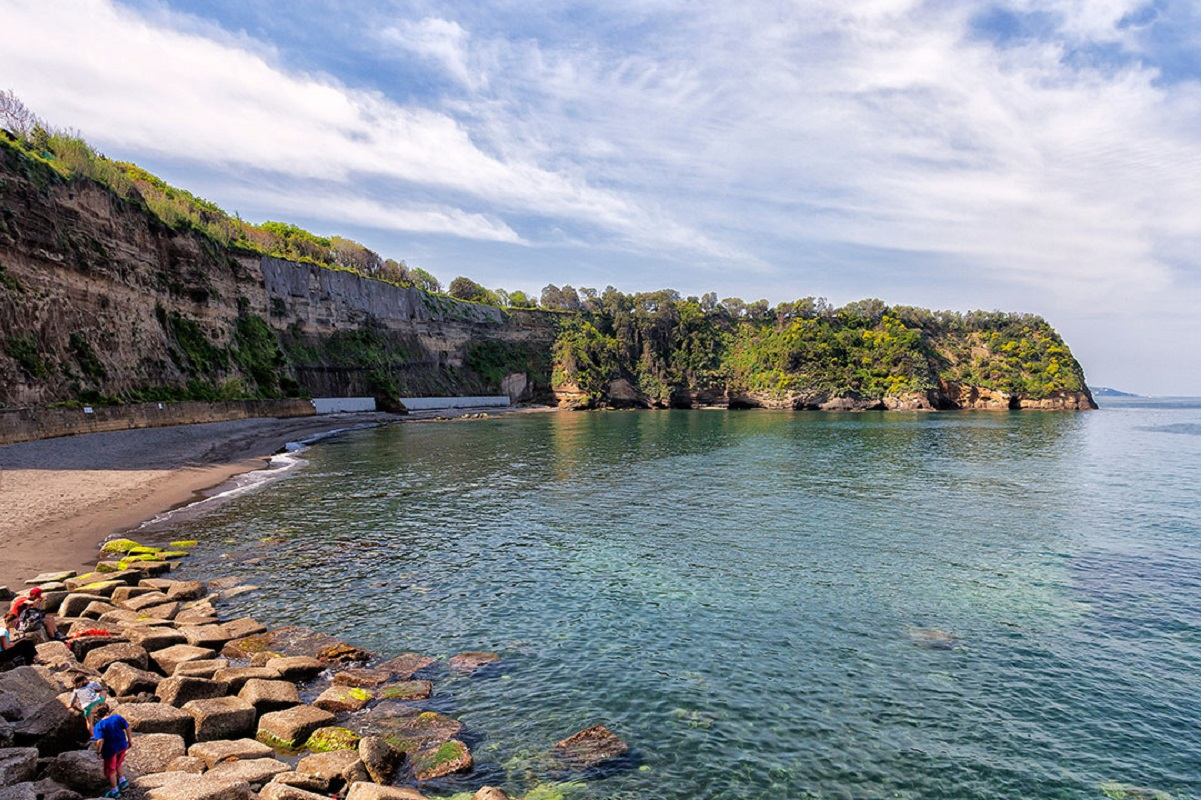 Isola di Procida: spiagge da sogno e colori al largo di Napoli - La spiaggia del postino