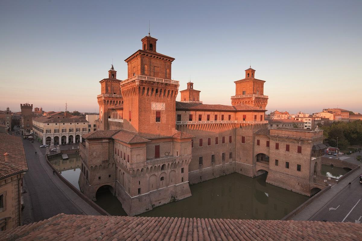 Da Giorgio Bassani a Ludovico Ariosto la Ferrara letteraria e artistica - castello estense