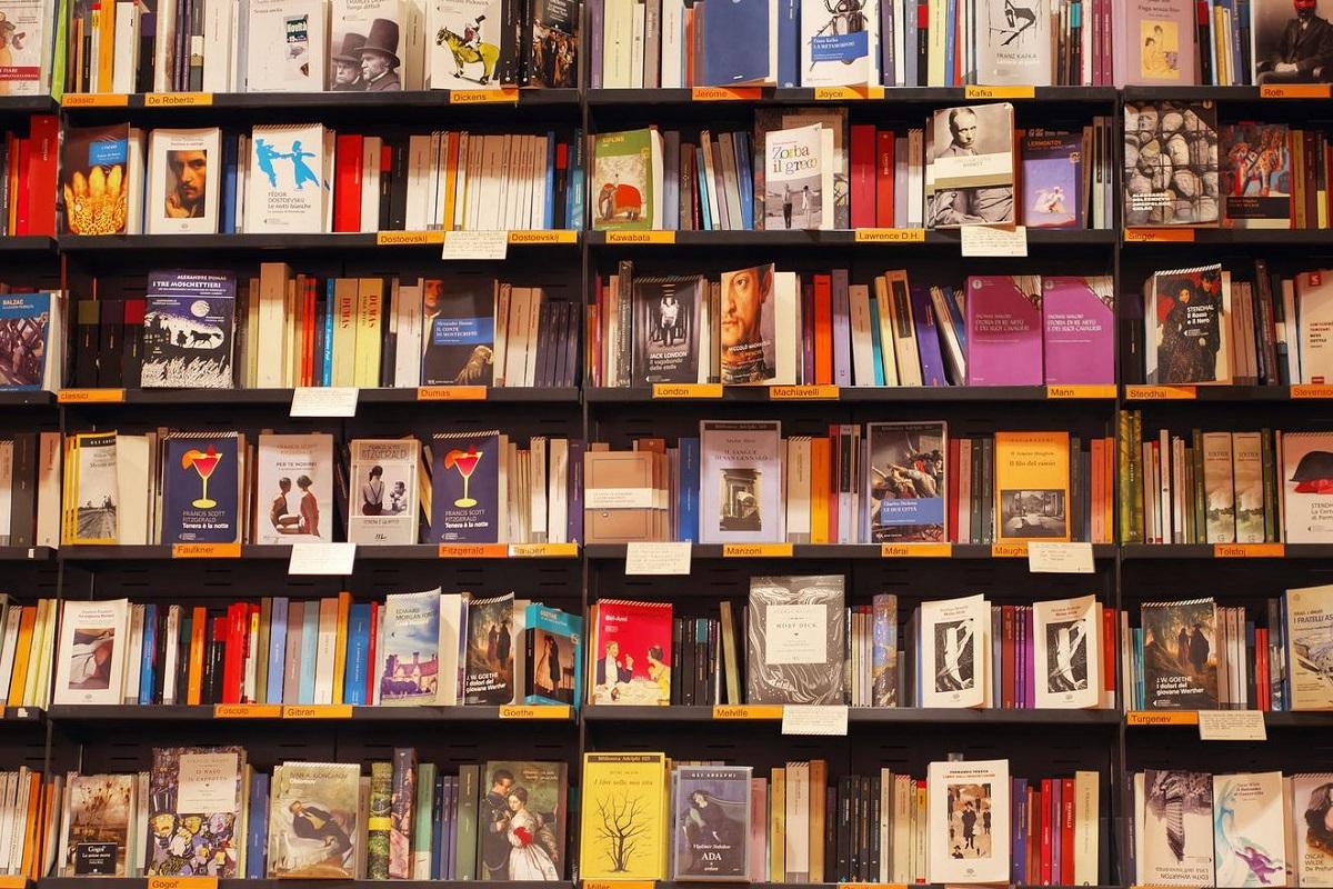 I negozi di Milano Centrale - Feltrinelli Maurizio Siani via Flickr