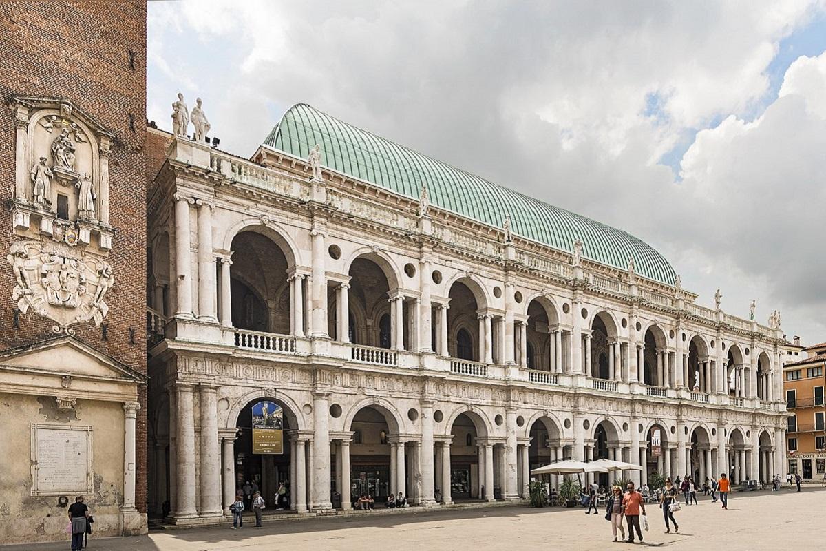 Vicenza cosa vedere - Basilica_Palladiana_facade_on_Piazza_dei_signori credits Didier Descouens