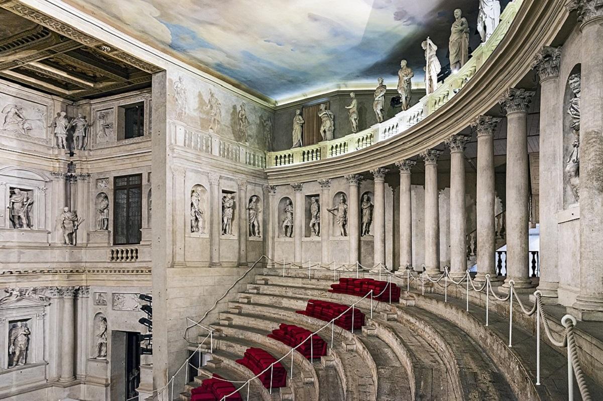 Vicenza cosa vedere - Teatro_Olimpico credits Didier Descouens