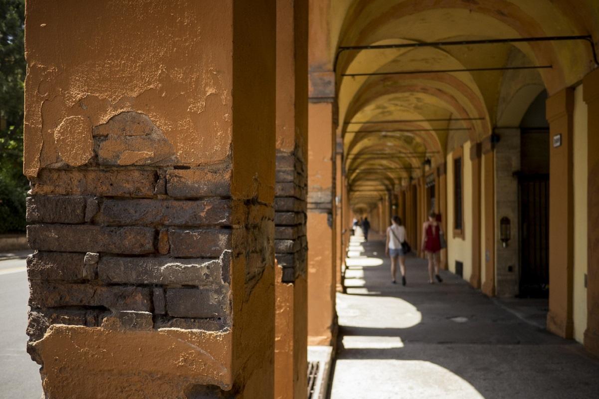 Posti romantici Bologna portici credits max zulauf via Flickr