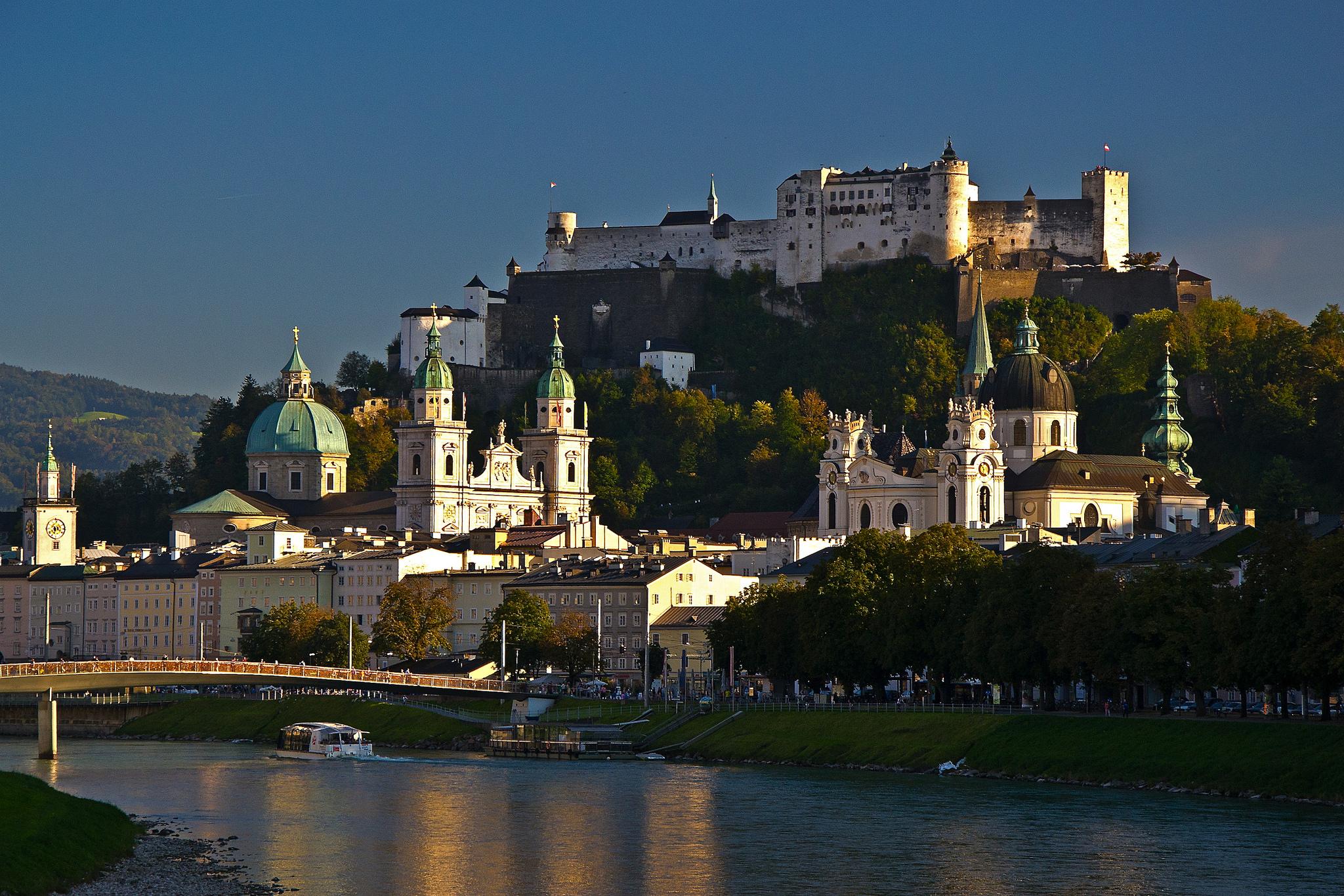 Railjet ferrovie austriache - Salisburgo Salzburg credits Eric Chumachenco via Flickr