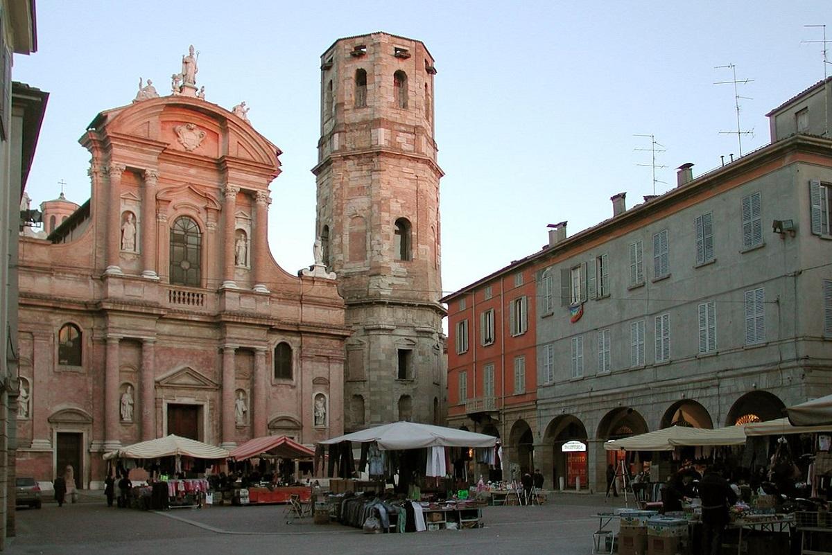 Reggio Emilia cosa vedere e cosa fare - piazza Prospero credits Paolo da Reggio