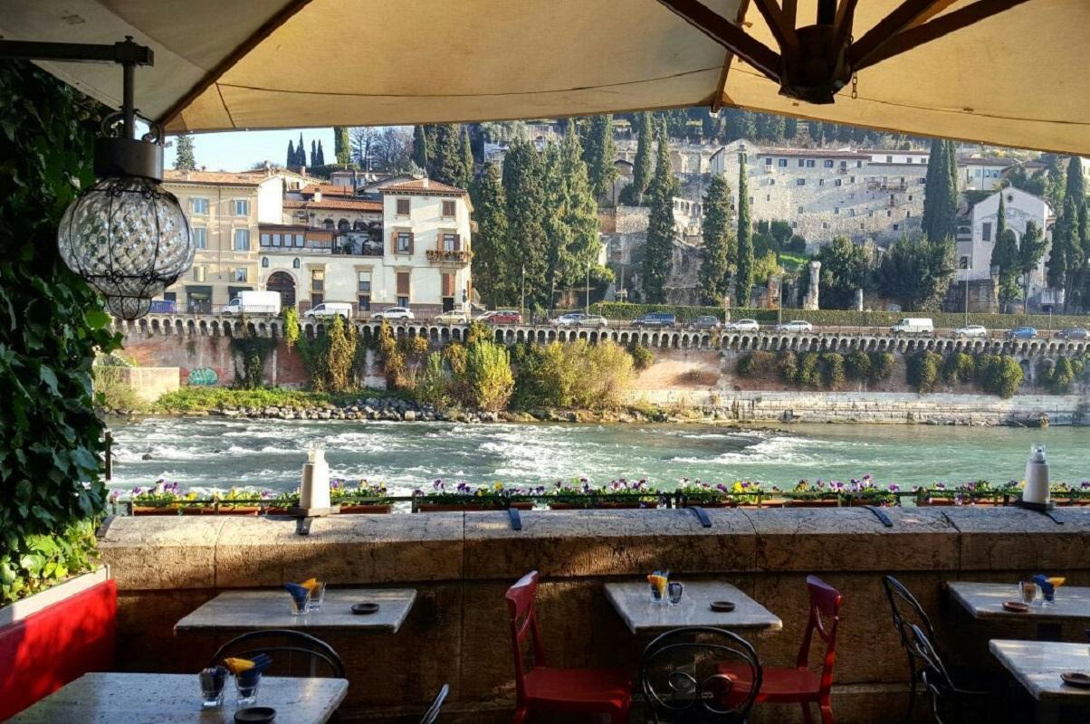 Dove fare aperitivo a Verona Terrazza Bar al Ponte