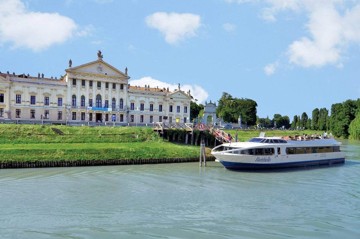 Crociera fluviale Ville del Brenta - Villa Pisani STRA credits Burchietto it