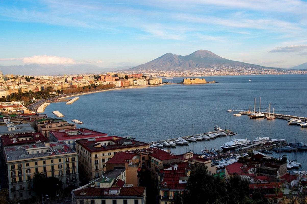 Napoli dall alto credits Giodinu via Flickr