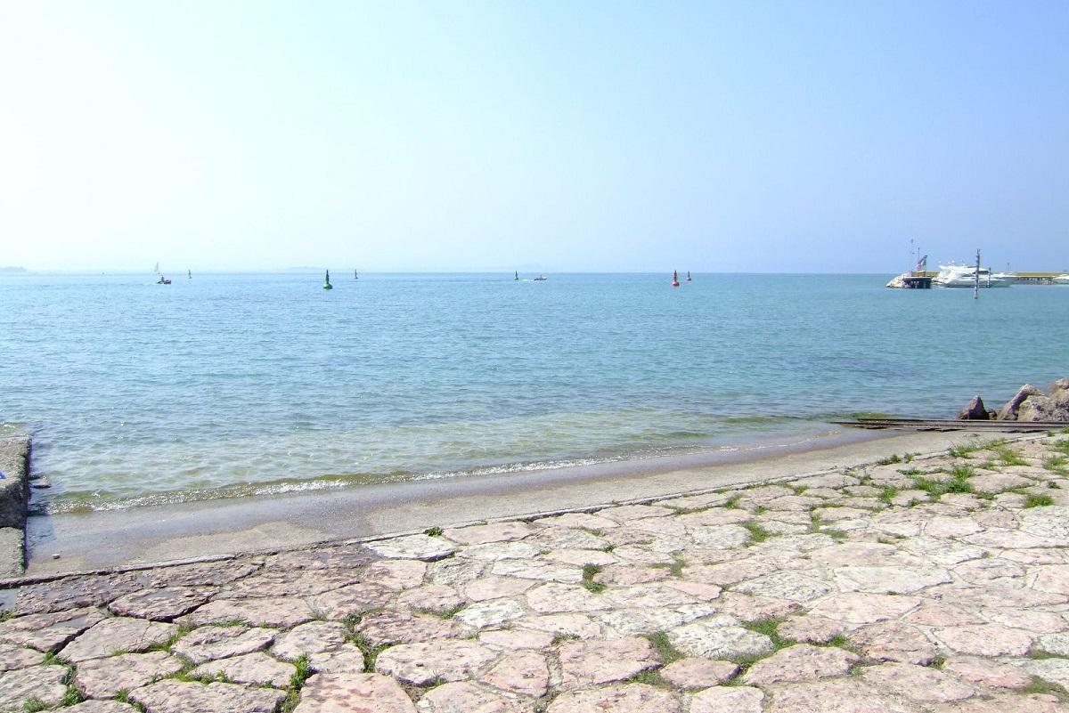 Spiagge Peschiera credits CasteFoto via Flickr
