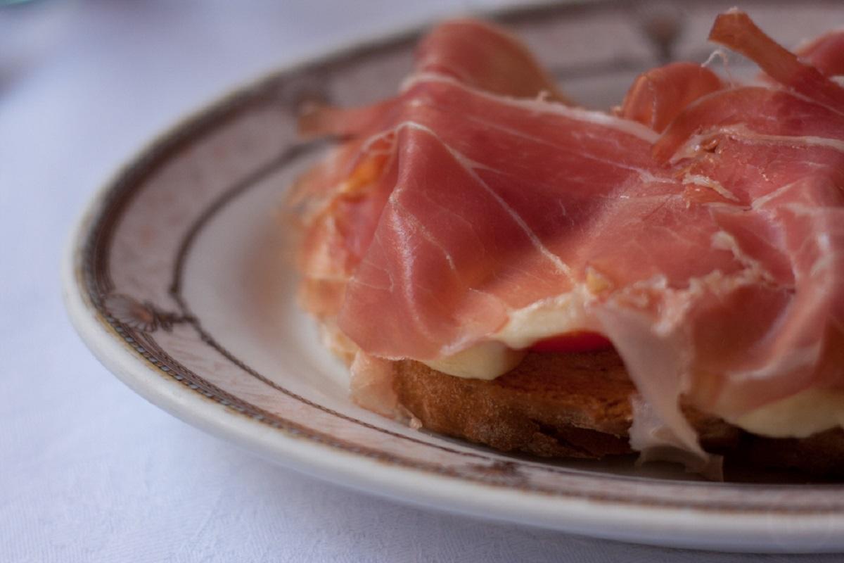 Udine piatti tipici friulani prosciutto credits Gàbor Nàdai via flickr