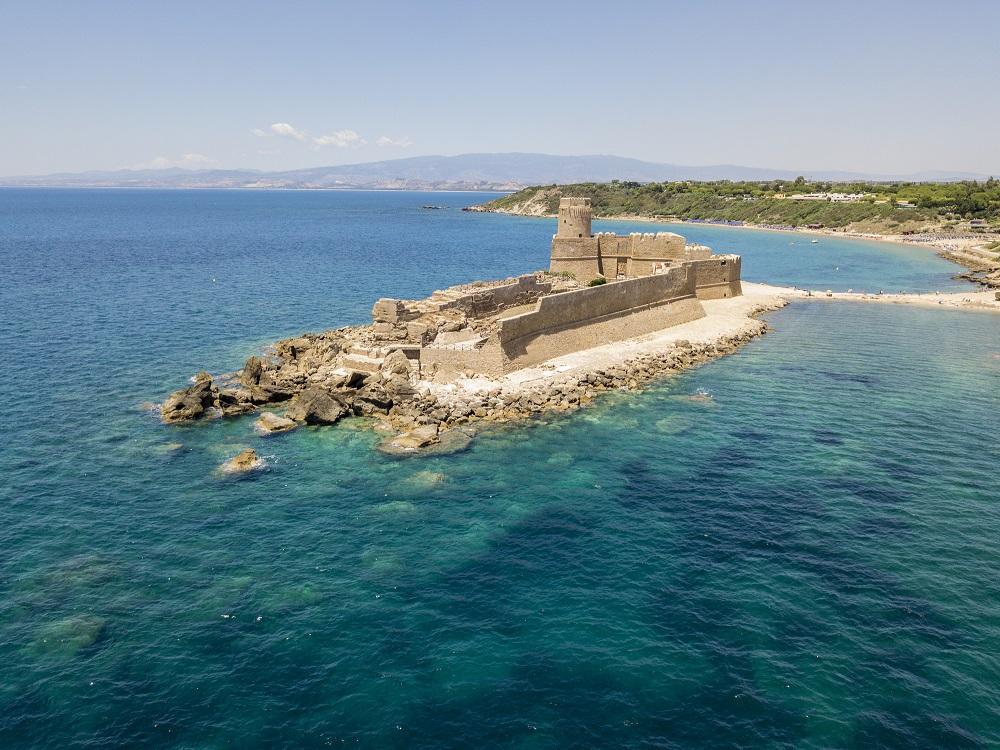 Castello Aragonese sulla spiaggia Le Castella